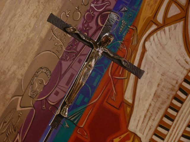 Crucifixo do altar da Igreja Abacial do Mosteiro da Virgem
