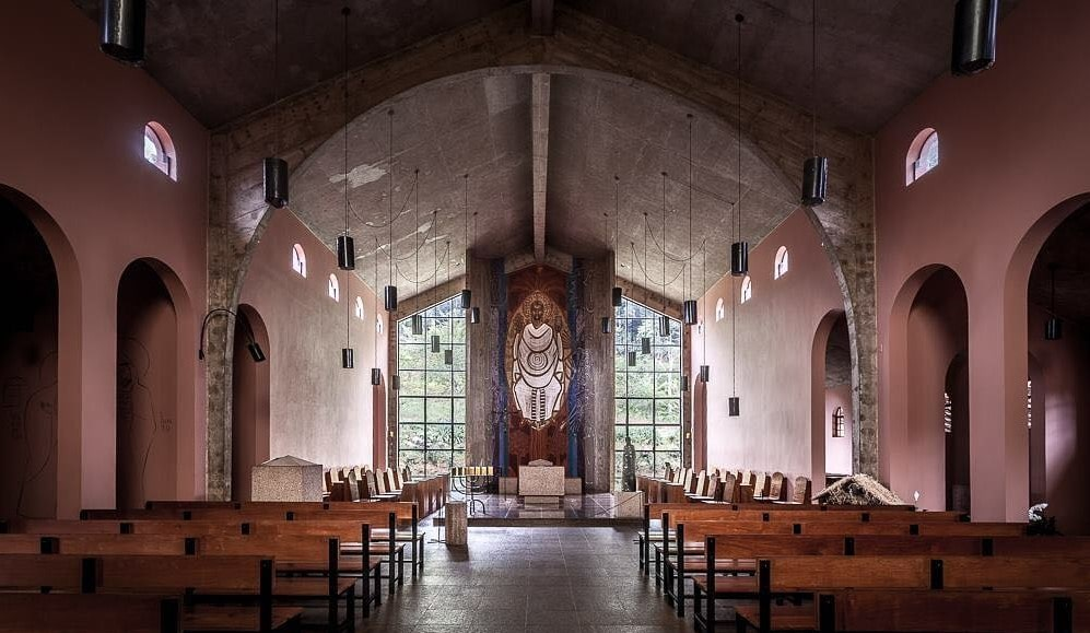 Parte interna da Igreja Abacial do Mosteiro da Virgem