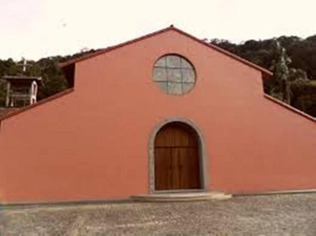 frente da Igreja do Mosteiro da Virgem